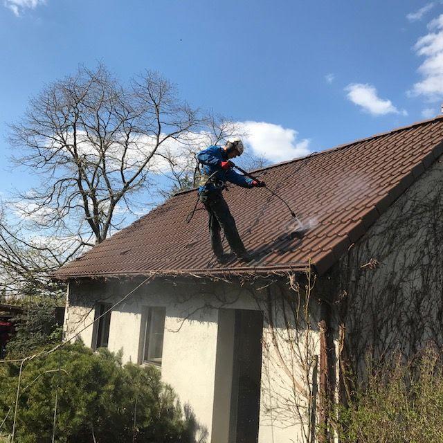 Mycie i czyszczenie dachówek